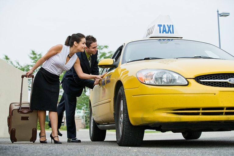 airport-taxis-768x512.jpg