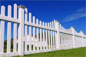 Elk Grove vinyl fence.jpg