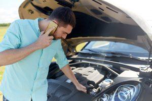 man-with-broken-car-calling-on-smartphone_orig.jpg