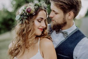 bride-and-groom-in-nature_orig.jpg